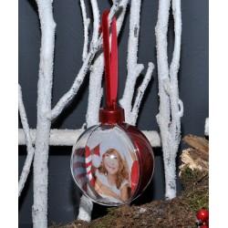 Boule de Noël avec l'arrière rouge
